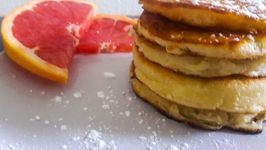 Side view of a stack of pancakes.